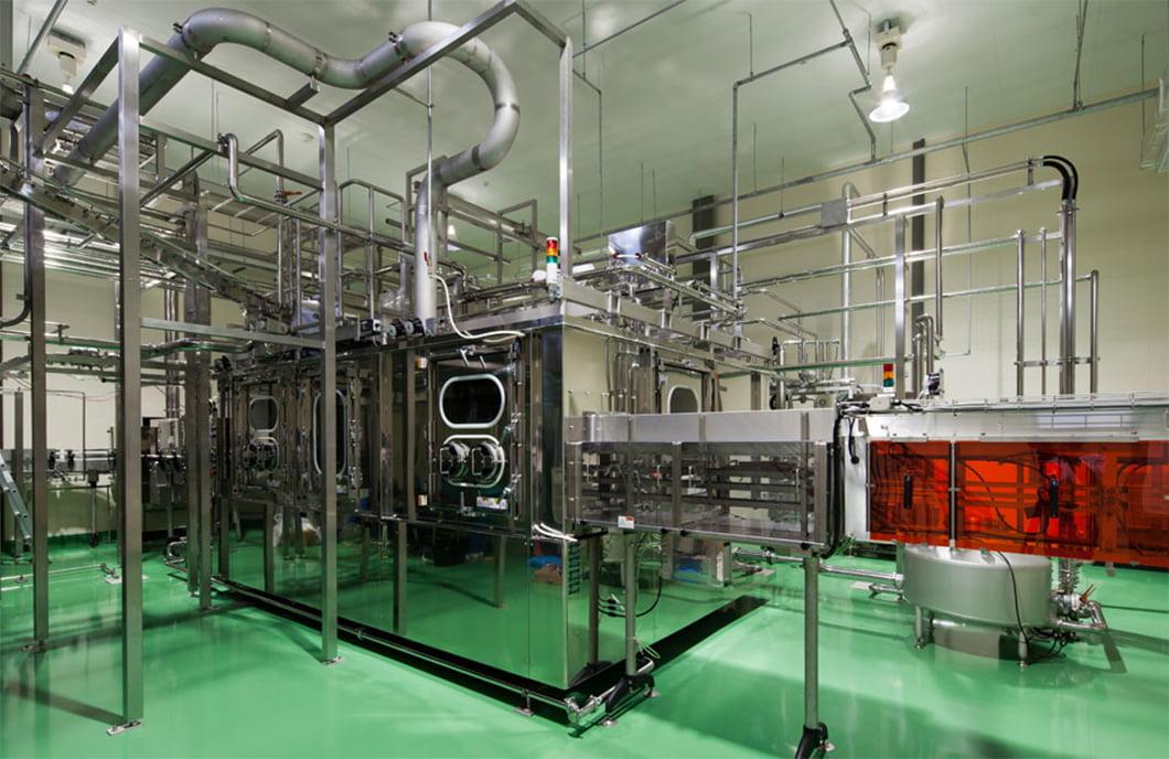 非加熱でお届けするため、徹底した衛生管理の生産体制